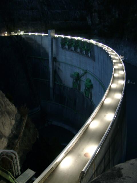堤頂ライトアップ