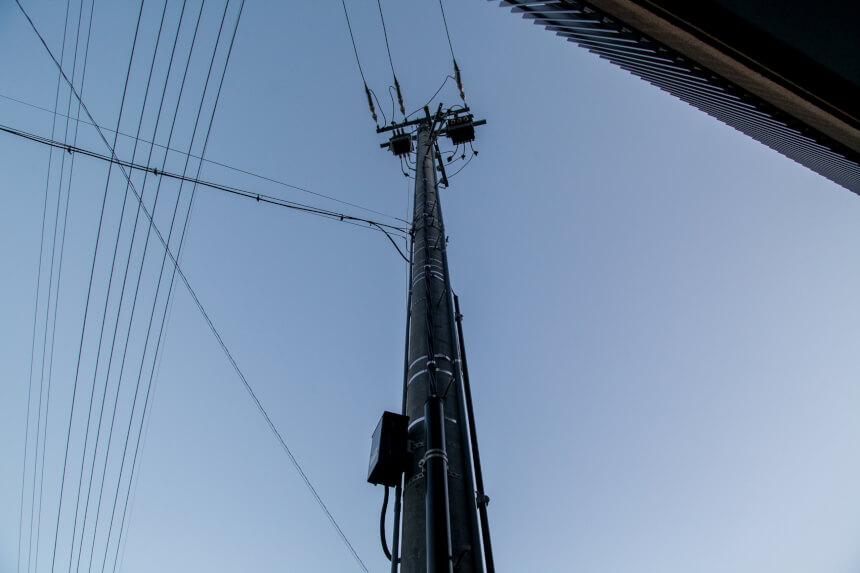 電力引込柱